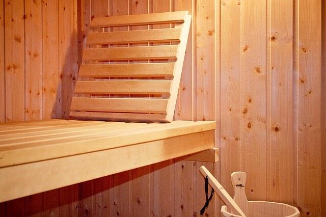 Drewniana sauna do oczyszczania organizmu