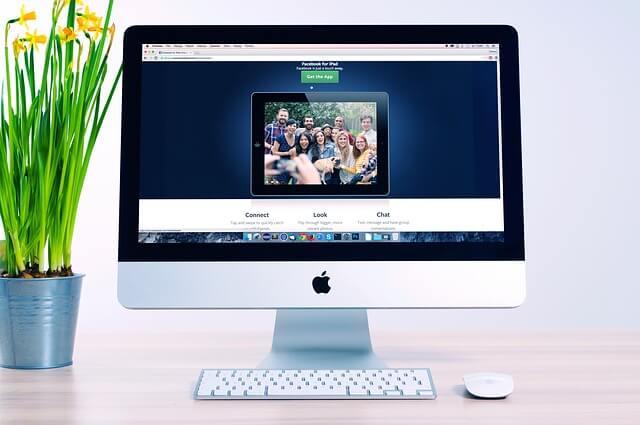 Randkowy portal internetowy na ekranie komputera