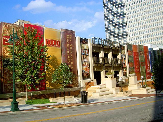 Ciekawy budynek biblioteki publicznej w Kansas City