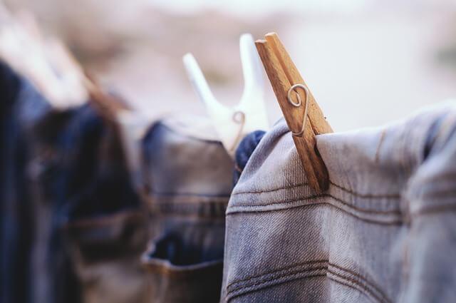 Ubrania wyczyszczone z gumy do żucia