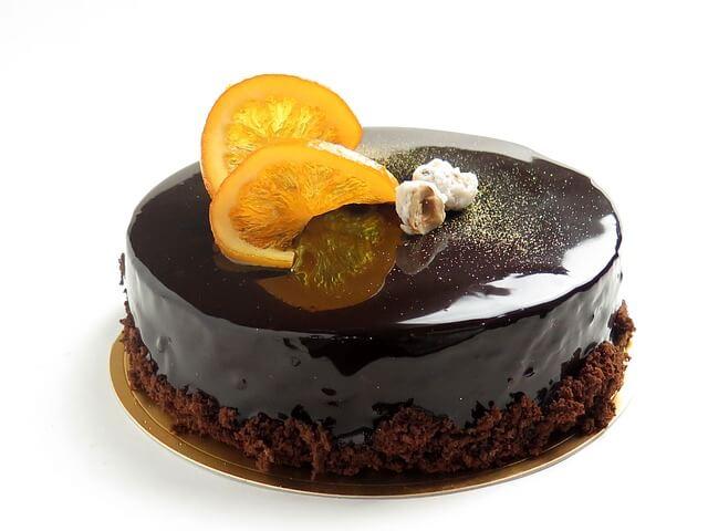 Ciasto biszkoptowe z polewą czekoladową i pomarańczą