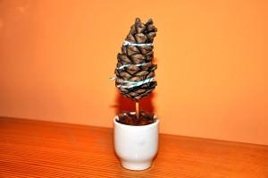 ozdoby z szyszek mini choinki