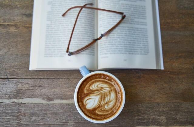 Ksiązka i kawa