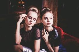 Styl glamour w modzie – połączenie eleganckiego i wystrzałowego stroju