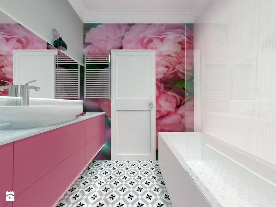 Łazienka z różowymi akcentami
