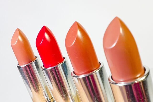 czerwone i różowe szminki