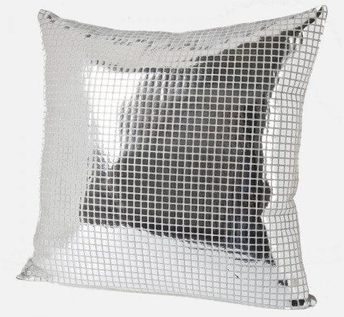 Poduszka ze srebrnym połyskiem