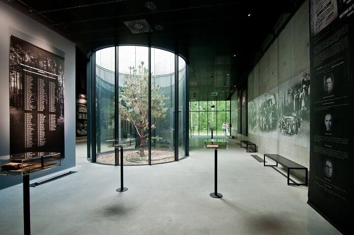 Wnętrze Muzeum Pamięci Palmiry projektu biura architektonicznego WXCA