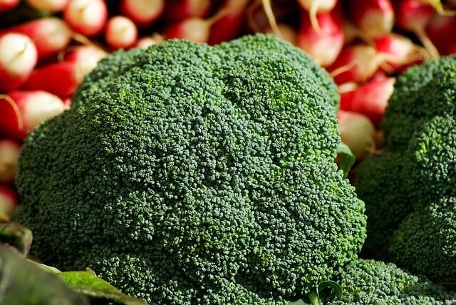 brokuły i rzodkiewki