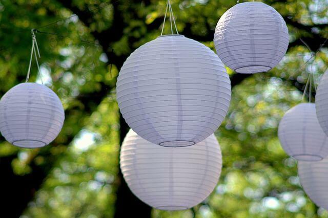 Papierowe lampy na weselu