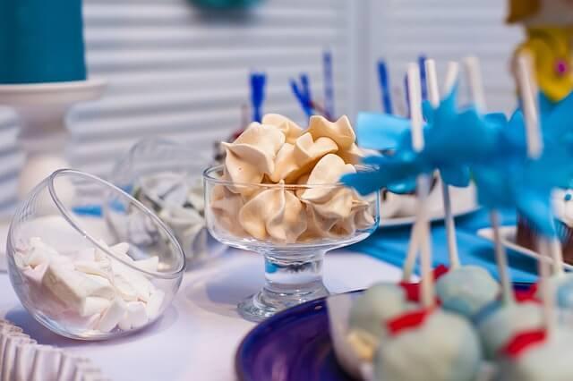 Kącik ze słodyczami na weselu