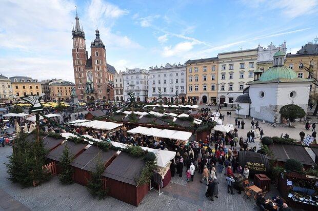 Jarmark świąteczny na Boże Narodzenie na krakowskim rynku