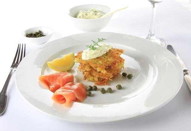 Ryba z placuszkami ziemniaczanymi