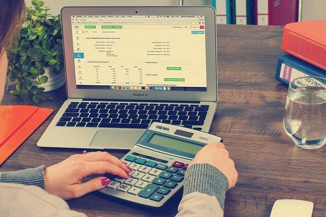 Obliczenia w biurze rachunkowym