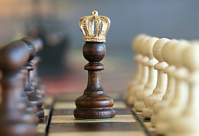 szachy rozstępują się przed królem
