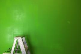 Farby i lakiery dla domu – jakie typy? Do czego i kiedy używać?