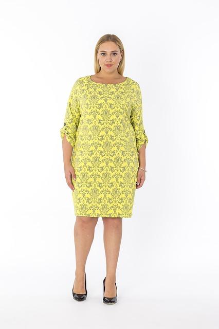 Żółta sukienka dla puszystych