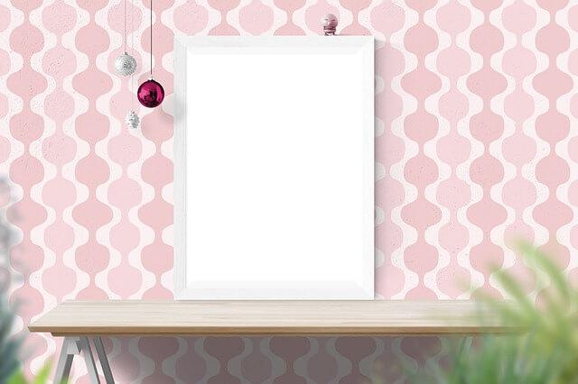 Różowa tapeta we wzory