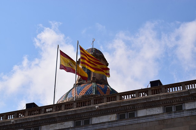 hiszpańska i katalońska flaga