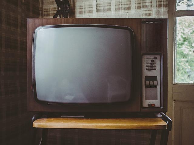 stary telewizor kineskopowy