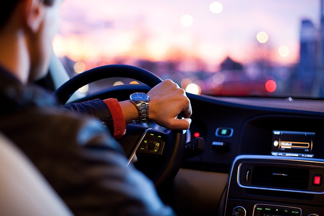 Kierowca w samochodzie