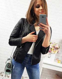 Dziewczyna w kurtce i z telefonem