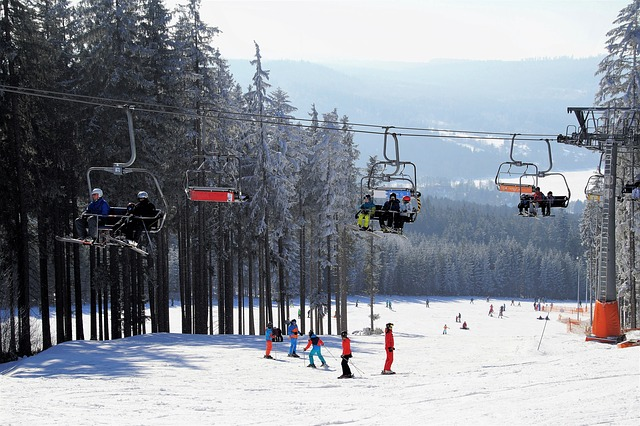 nauka-jazdy-na-nartach-stok-zima