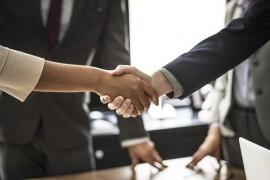Pomoc prawna adwokata w negocjacjach handlowych – na czym polega, kiedy potrzebny jest prawnik?