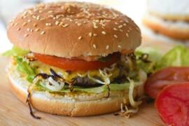 Jak zrobić w domu dania, które jesz w restauracji? Sushi, burgery, pizza…