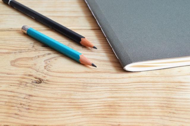 Zeszyt i ołówki