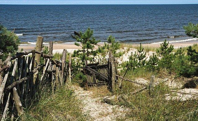 Brzeg nad morzem Bałtyckim