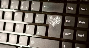 Co sprawdzić przed pierwszą randką, kiedy znajomość nawiązujesz przez internet?