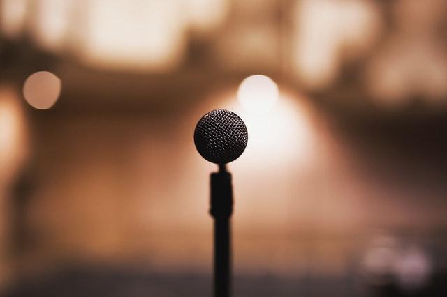Mikrofon, scena i widownia