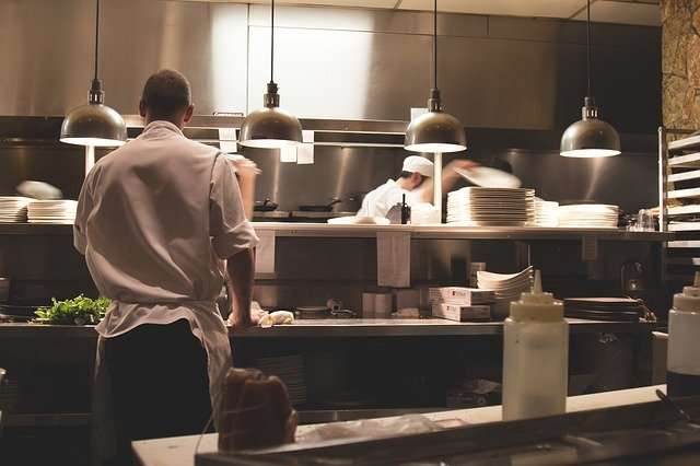 Czysta restauracyjna kuchnia